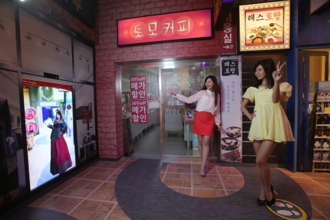 Madame Tussauds Hong Kong Myeongdong street shopping interactive